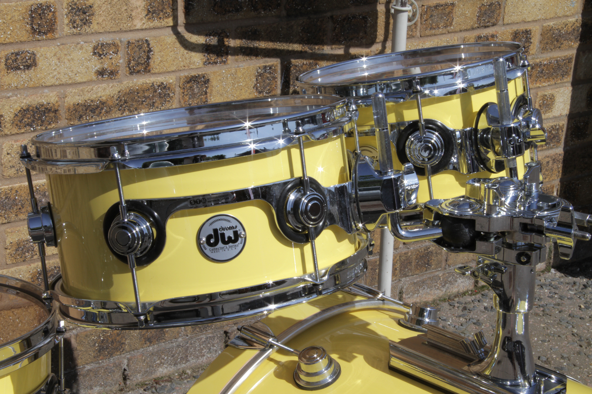 acoustic drum kits pre owned dw collectors maple vlt 22 39 39 4 piece shell pack canary yellow. Black Bedroom Furniture Sets. Home Design Ideas