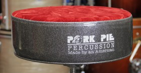 PorkPie_Round_Throne_Charcoal_Red_Crush_02