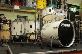 Sonor_AQ1_White_6_Piece_Stage_Drum_Kit_01