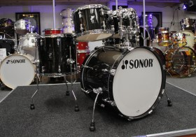 Sonor_AQ2_20_Black_Deal_Drum_kit_01
