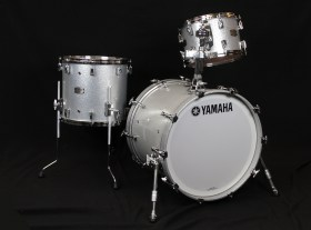 Yamaha_Hybrid_absolute_maple_kit_Silver_Sparkle_Drum_kit